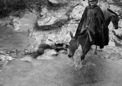 Sr. João de Bem com a tropa atravessando o rio