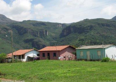Vista parcial da vila com o Cânion Boca da Serra ao fundo